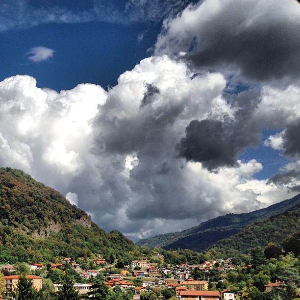 Cielo temporalesco in primavera, visto dal giardino di Casa Giacconi