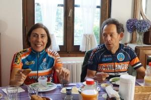 Ciclisti dalla Catalogna, ospiti a Casa Giacconi Bed and Breakfast, a Asso, vicino al Ghisallo e al Lago di Como
